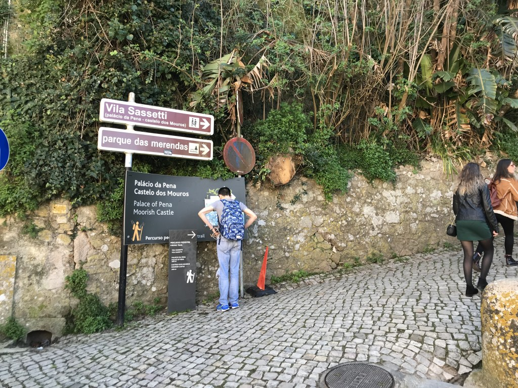 Hiking Sintra Castles - Signs