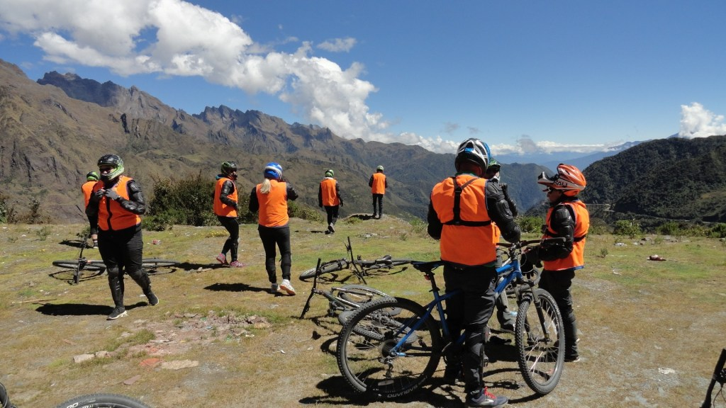 Cycling down Abra Malaga - Tour Group