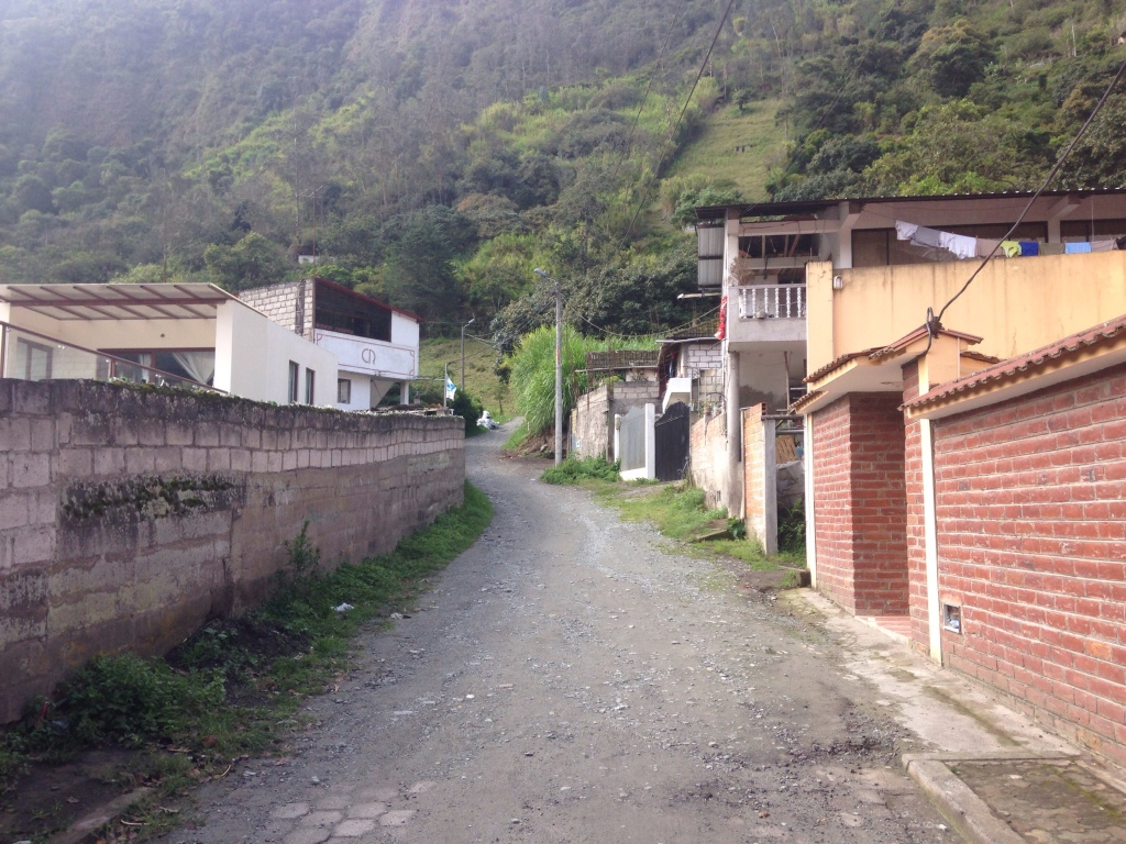 hike from Banos to casa del arbol